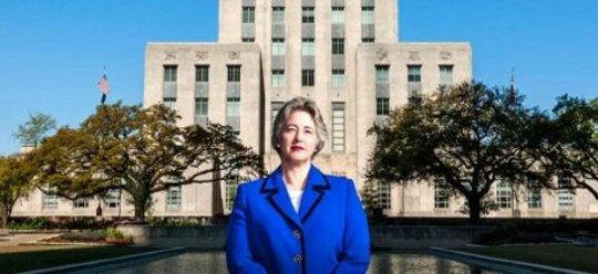 Mayor Annise Parker destaca-se firme no City Hall. Foto: Jeff Wilson