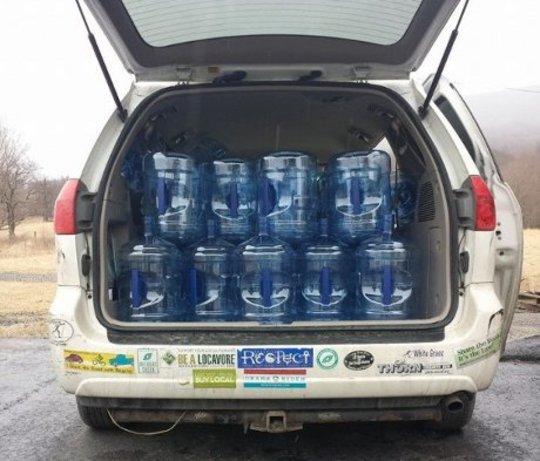 Как организовывала массовая организация для спасения в водном кризисе в Западной Вирджинии