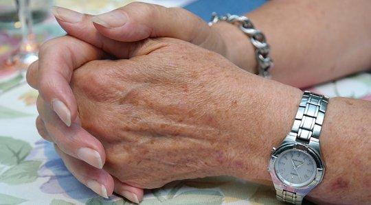 Ikääntyminen ja soluterveys: Voimmeko vaikuttaa pitkän elämän saavuttamiseen?