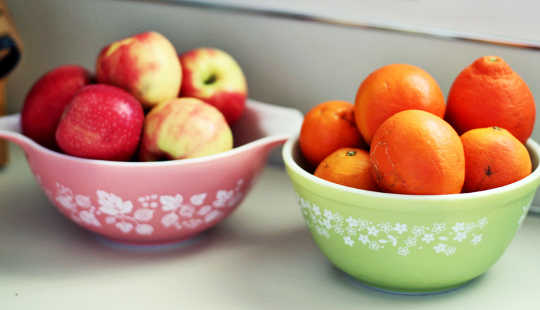"bowls of apples & oranges on counter	      Share This Article     facebook     twitter     Action  Beyond the usual advice about less food and more exercise, the study suggests that consciously replacing unhealthy cues with healthy ones in the home could have a real impact on a person's BMI, especially for women. (Credit: Abi Porter/Flickr) How the kitchen counter can predict your weight  Cornell University rightOriginal Study  Posted by George Lowery-Cornell on October 20, 2015  You are free to share this article under the Attribution 4.0 International license.  The types of ready-to-eat foods on a kitchen countertop could also hint at the weight of the people in the home, particularly women.  The study looked at photographs of more than 200 kitchens in Syracuse, New York, to test how the food environment relates to the body mass index (BMI) of the adults at home.  The women in the study who kept fresh fruit out in the open tended to be a normal weight compared with their peers. But when snacks like cereals and sodas were readily accessible, those people were heavier than their neighbors—by an average of more than 20 pounds.  ""It's your basic See-Food Diet—you eat what you see,"" says Brian Wansink, professor and director of the Cornell Food and Brand Lab and lead author of the paper in the journal Health Education and Behavior. [Would you take food advice from a heavier blogger?]  The study finds that women who kept soft drinks on their counter weighed 24 to 26 pounds more than those who kept their kitchen clear of them. A box of cereal on the counter lined up with women there weighing an average 20 pounds more than their neighbors who didn't.  ""As a cereal-lover, that shocked me,"" says Wansink. ""Cereal has a health-halo, but if you eat a handful every time you walk by, it's not going to make you skinny.""  When unhealthy foods are the most visible options in the kitchen, falling into habits that lead to weight gain becomes easier. Keeping those foods out of sight by sequestering them in pantries and cupboards reduces their convenience, making it less likely that they will be grabbed in a moment of hunger.  Clearing the counters of the cereals, sodas, and other snack items and replacing them with healthier visible cues like fresh fruit could help, the study finds: Women who had a fruit bowl visible weighed about 13 pounds less than neighbors who didn't. [Could a bribe entice you to eat less?]  The study also finds that normal-weight women were more likely to have a designated cupboard for snack items and less likely to buy food in large-sized packages than those who are obese.  The findings provide new insights into the role environmental factors play with obesity and offer remedies to rid the home of unhealthy cues while promoting the healthy ones. Rather than just the usual dietary advice prescribing less food and more exercise, the study suggests that consciously replacing unhealthy cues with healthy ones in the home could have a real impact on a person's BMI, especially for women.  ""We've got a saying in our lab, 'If you want to be skinny, do what skinny people do,'"" Wansink says.  Source: Matt Hayes for Cornell University"