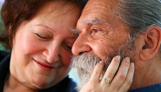 老年人的秘密性生活可以讓我們重新思考我們的親密觀念