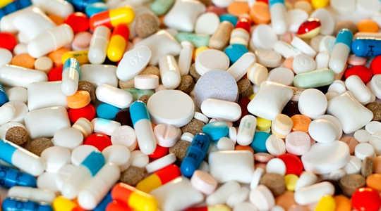 Vad ska man göra om antidepressiva medel, antibiotika och andra droger i vårt vatten