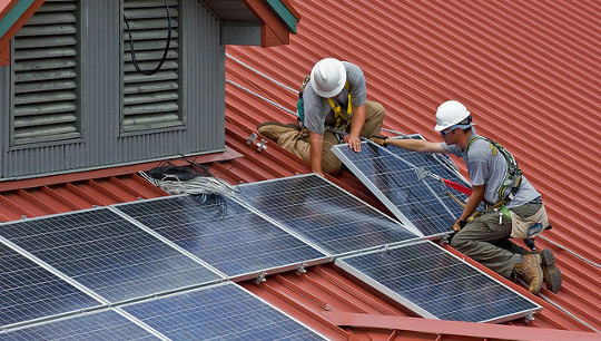 Tại sao có một tương lai đầy nắng phía trước cho năng lượng mặt trời trên sân thượng