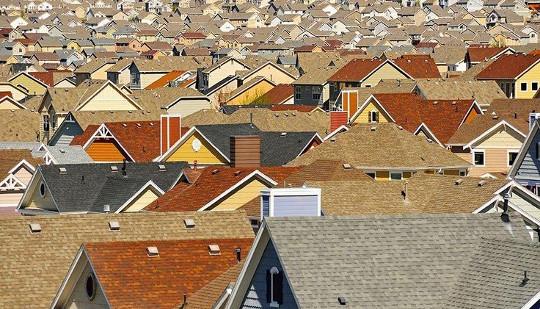 Fattigdom beveger seg til forstedene, og spørsmålet er hva som skal gjøres om det