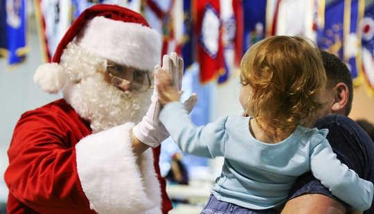 Ska du berätta ditt barn Sanningen om Santa?