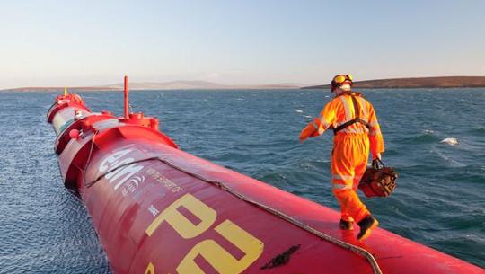 Kan die opwekking van energie van oseaan golwe na die uitdaging styg?
