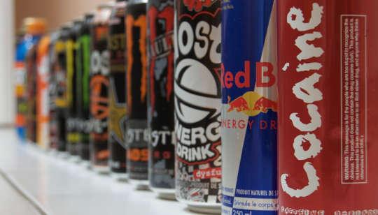 Thanh thiếu niên pha trộn Booze và Caffeine về cơ bản đang làm Cocaine