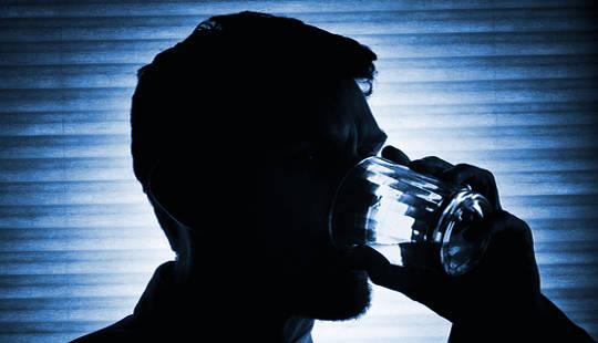 Bagaimana Hanya Satu Panggilan Telepon Mengurangi Penyalahgunaan Alkohol di antara Prajurit