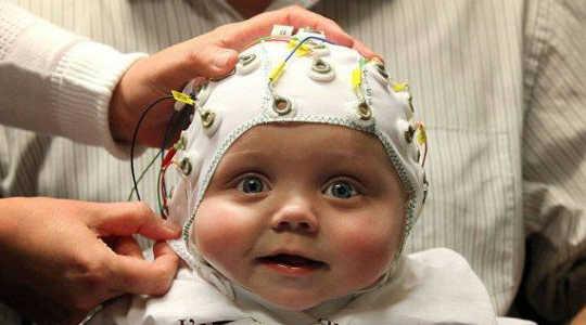 Мозговые сканы Рассеиваемая теория о стимулах и аутизме