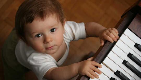 Может ли ранняя музыкальная подготовка помогать детям изучать язык?
