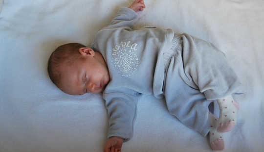 Thói quen đi ngủ của 2 cho trẻ sơ sinh để chống béo phì