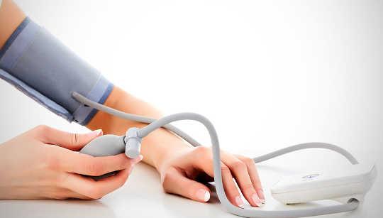 Por qué debemos medir nuestra propia presión arterial
