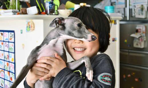 Selain mencampurkan adik-adik bagi saudara dan anak perempuan untuk anak, peserta kajian sering memanggil ahli keluarga lain dengan nama haiwan kesayangan - tetapi hanya apabila haiwan kesayangan itu anjing. (Kredit: e_haya / Flickr)