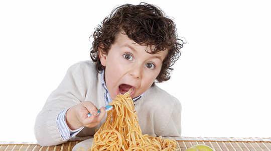 Wenn Sie Kinder zu viel Nahrung zu geben, werden sie zu viel essen