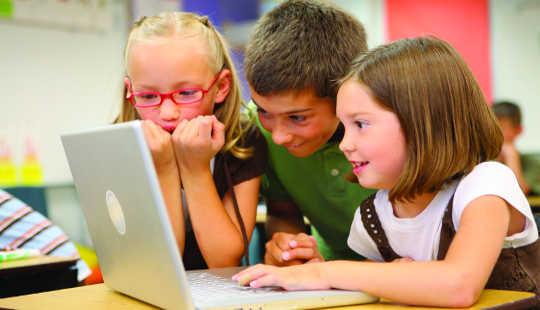 Varför ditt barns digitala fotspår i skolan