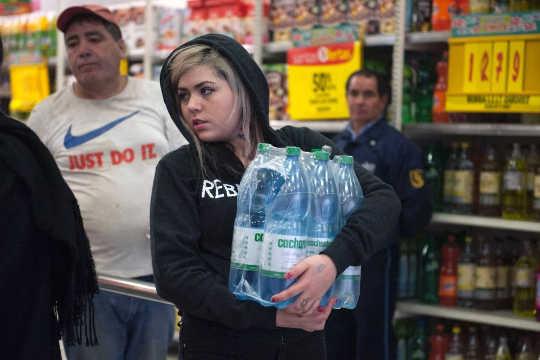 नि: शुल्क बाजार जल योजना चिराग की कमी और संघर्ष का कारण बनती है