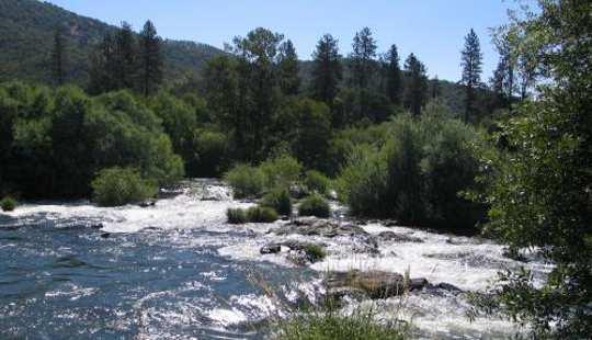 क्या स्वच्छ जल अधिनियम वास्तव में व्यवसायों को अधिक पैसा बनाने में मदद करता है?