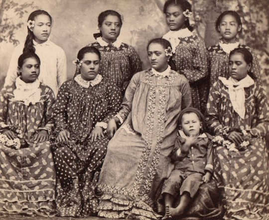 Tahitian girls wearing Mother Hubbard dress, between 1860 and 1879. French National Library