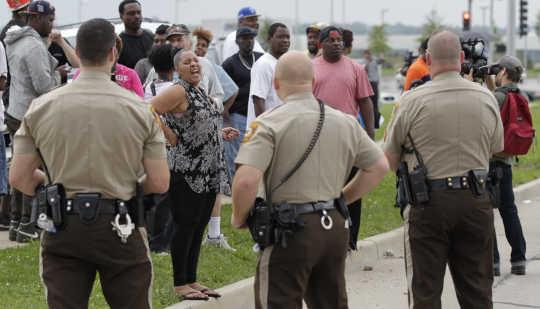 Miten poliisitoiminta ei onnistu molemmilla alueilla ja poliisilla
