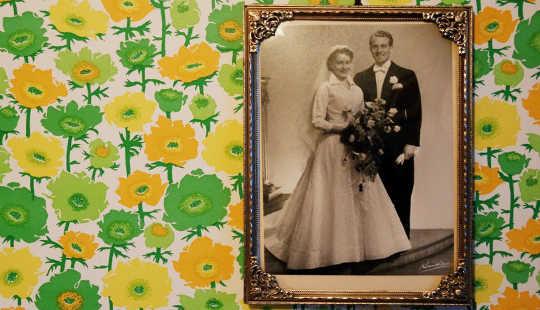 """""""배우자를 잃을 때 귀하의 결혼은 문자 적으로 끝나기는하지만, 그 사람이 누구인지에 대한 영향은 그들이 사라진 후에도 여전히 중요한 것으로 보입니다.""""라고 카일 부르사 (Kyle Bourassa)는 말합니다. (제공 : Nora Raaum / Flickr)"""