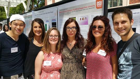 Лаборатория по инвалидности и социальному взаимодействию Кэтлин Богарт, представляющая исследование дня осознания синдрома Мебиуса. Автор предоставил