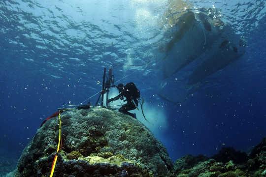 Maaaring makatulong ang mga Coral na ihayag ang klima ng nakalipas na mga siglo, bago pa nagsimula ang mga tala ng panahon. Eric Matson / AIMS, ibinigay ang May-akda