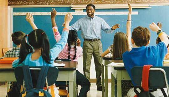 این معلمان مضطرب هستند که بچه های بی پروا را در مدرسه نگه می دارند