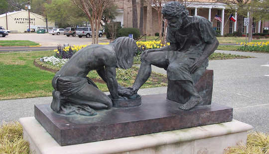 Jesus washing Peter's feet. Sculpture beside the Prayer Tower, Pittsburg, Texas. J. Stephen Conn, CC BY-NC