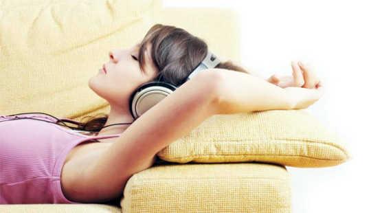 Hur lyssna på musik kan hjälpa dig att slå sömnlöshet