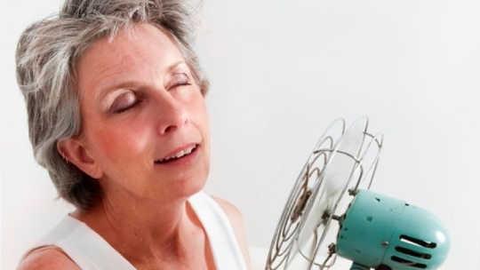 Perché le donne vanno in menopausa?