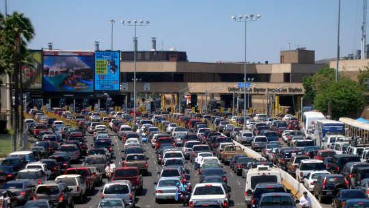 المزيد من المكسيكيين يغادرون الولايات المتحدة من المجيء عبر الحدود