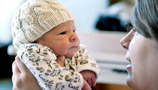 """Jag håller inte med handen som vinkar som människor får och blir höra: """"Ja, du är den som ville vara mamma eller pappa. Bättre vänja på det, säger Katherine Sharkey. (Kredit: John Mayer / Flickr)"""