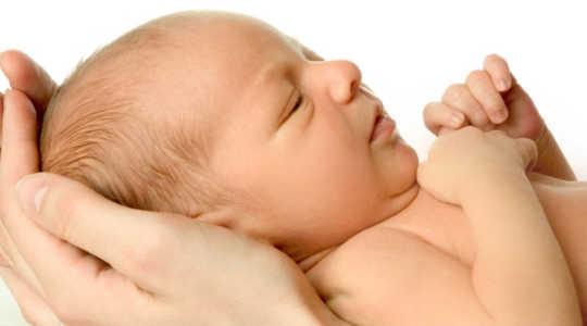 유독 한 화학 물질에 엄마의 노출은 그들의 신생에서 나타납니다