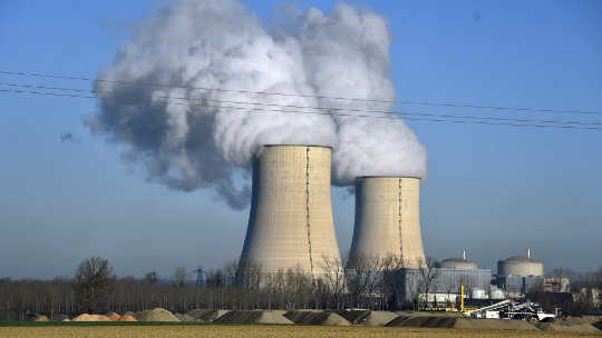 Should Troubled Nuclear Reactors Be Subsidized?