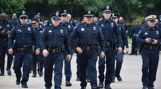 Amerikan poliisikulttuurilla on maskuliinisuusongelma