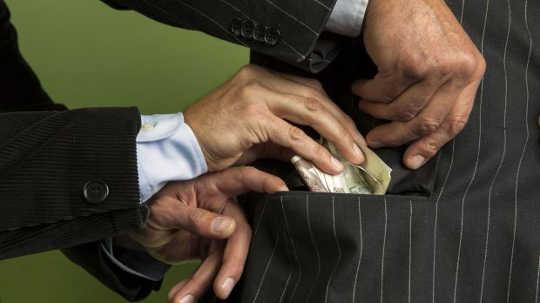 Почему политическая коррупция является реальной угрозой американскому суверенитету
