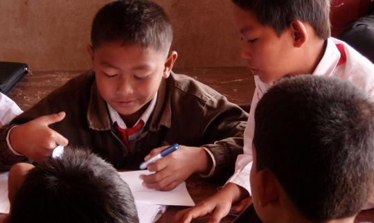 स्कूल के बाद ट्यूशन करने वाले सत्रों को पूरा करने के लिए छात्रों को उत्साहित या धन मुहैया कराने के लिए क्या प्रभावी है?