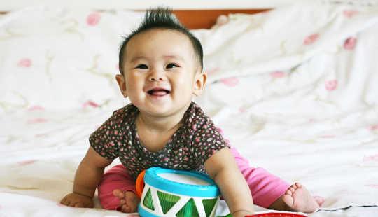 संगीत ताल में शिशुओं को भाषण में पैटर्न ढूंढने में मदद करता है