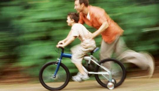 Miten polkupyörä pysyy pystyssä?