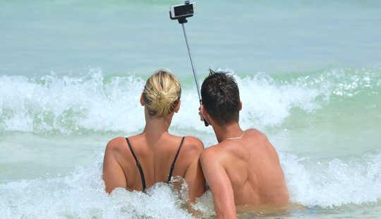Obsesi Selfie anda boleh merosakkan hubungan anda