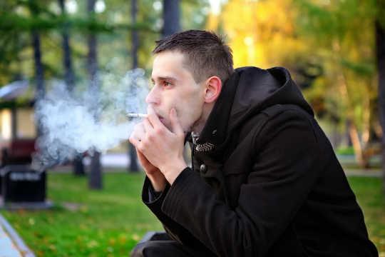 Люди с психическими проблемами хотят бросить курить, но не получают помощь, в которой они нуждаются