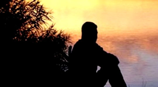 Zeit schaffen, allein zu sein: Ein lebensrettender Akt