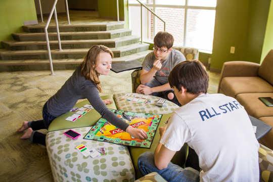 Kolleges bou leergemeenskappe om leer te verbeter. Texas A & M Universiteit-Handel Marketing Kommunikasie Fotografie, CC BY
