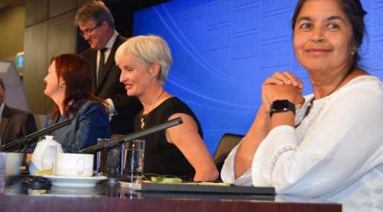 Tania Monro (izquierda), Emma Johnston (centro) y Nalini Joshi (derecha) en el National Press Club. El National Press Club de Australia