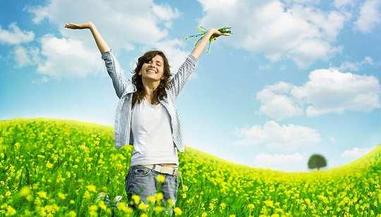 주의를 기울이십시오! 산만 해지는 것이 당신을 행복하게 만드는 방법