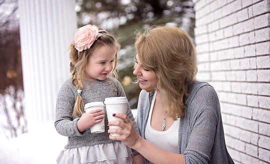 Sisäisen lapsesi rakastaminen on todellisen onnen salaisuus