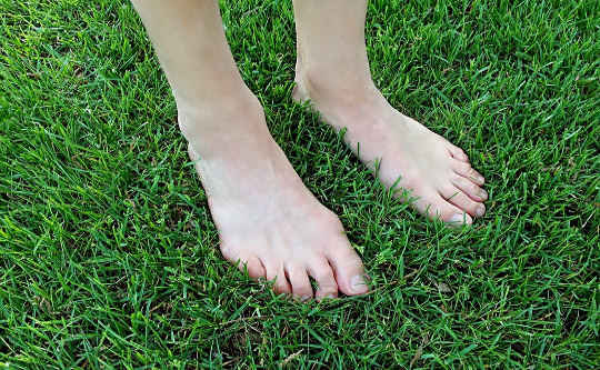 Is Walking Barefoot on the Earth Good for Health, Heart & Soul?