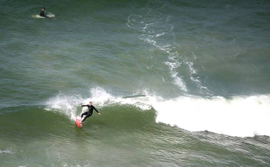 Kum ve Azim Geliştirmek İstiyor musunuz? Sörf Yapın