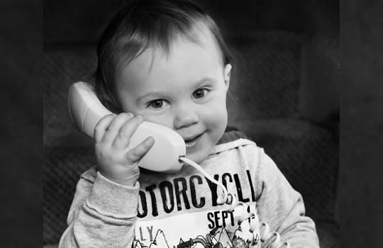 Før babyer forstår ord, forstår de toner av stemme