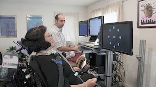 Dette implantatet lar paralyserte mennesker skrive med sine tanker